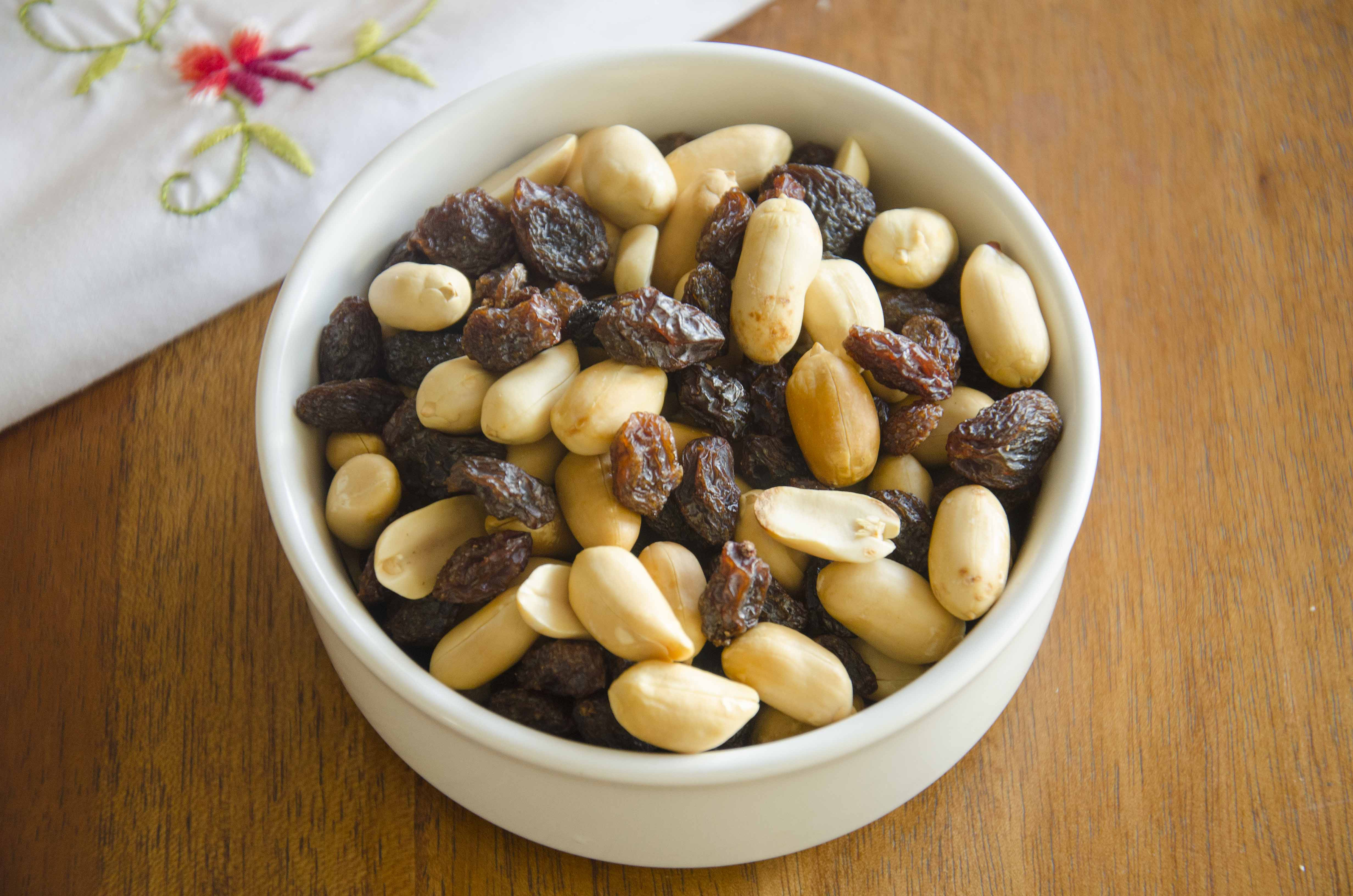 Roasted peanuts, raisins and napkin